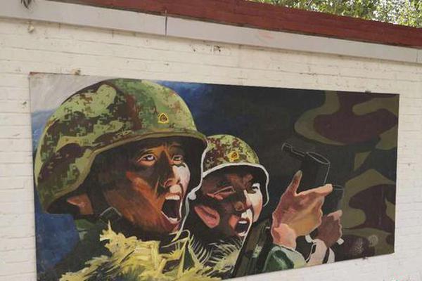 这些壁画出自90后战士之笔