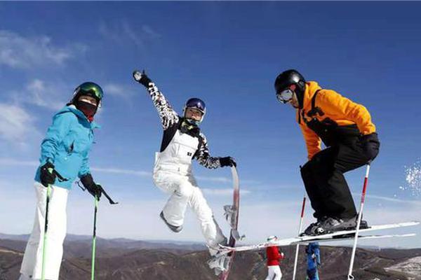 张家口崇礼滑雪场开滑