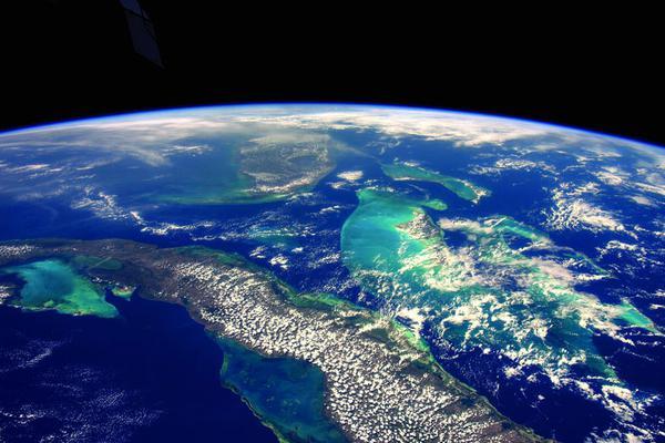 英宇航员发布太空视角地球美照