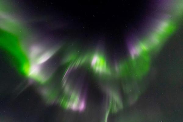 摄影师邂逅神奇北极光