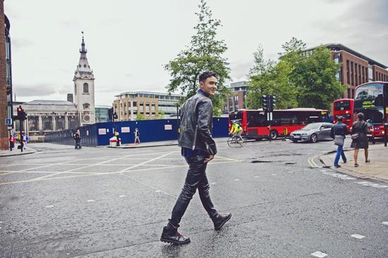 阮经天伦敦街拍