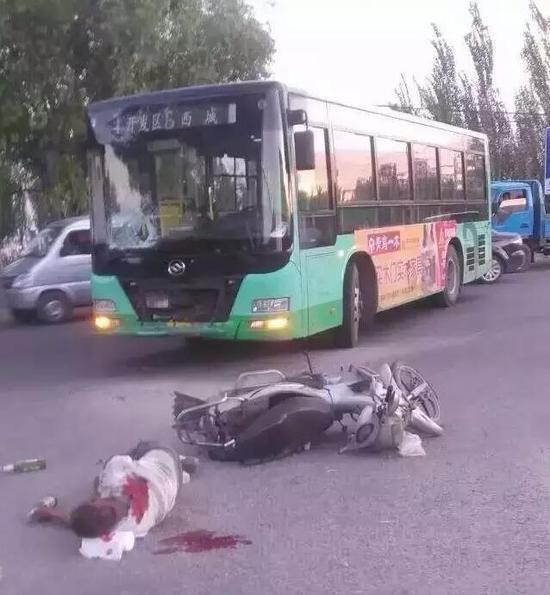 张家口发生2起重大交通事故 两大货车惨烈相撞