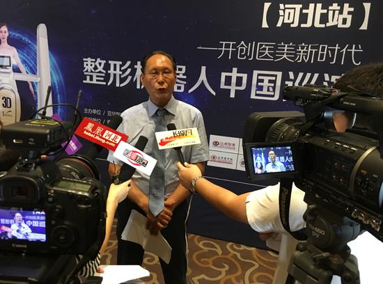 雅芳亚医疗美容医院院长王文明接受媒体采访