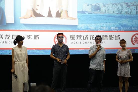 监制关锦鹏、编剧胡蓉蓉、演员邢佳栋现身成龙影城