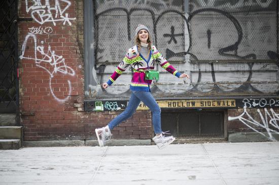 时尚博主Chiara 穿着同名品牌Chiara Ferragni 2016秋冬系列雪地靴