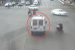 救护车开警灯连闯红灯 民警帮忙发现是空车