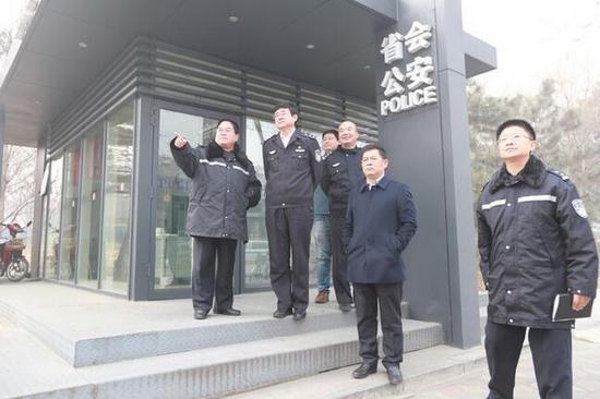 副市长、市创建指挥部副总指挥刘胜同志在市政府副秘书长刘建立的陪同下,带领市公安局各部门主要领导对创建文明城迎评工作进行了明察暗访。
