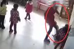 幼儿园女老师脚踢掌掴2女童 只因跳舞不协调