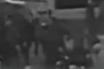 20余人街头火拼 一男子竟大胆向民警借枪