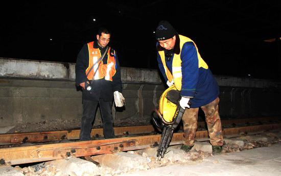 石家庄工务段紧盯设备质量确保春运安全