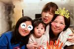贾静雯带女儿为妈妈庆生 咘咘可爱抢镜