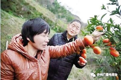在老公的陪同下,王晓燕回到阔别22年的家乡。