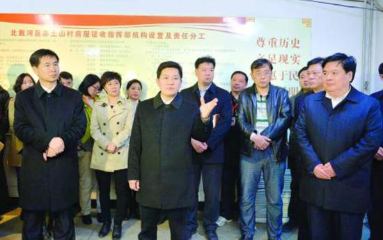 3月31日,市委书记孟祥伟、市长张瑞书等慰问看望赤土山村房屋征收一线干部职工