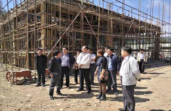 兴隆县委书记薛青松等一行领导视察酒店项目施工现场