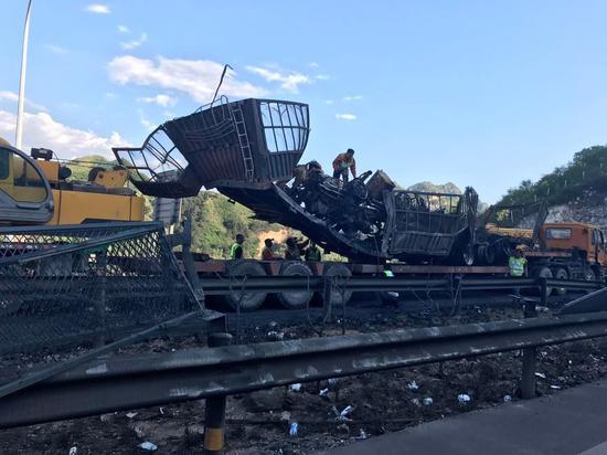 张石高速隧道爆炸事故现场。