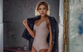 韩国健身模特火辣身材性感走红