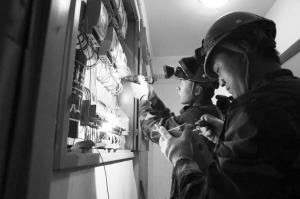 工作人员与客户重新签订供用电合同。