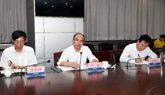 6月21日夜,省长许勤在省防汛抗旱指挥部召开了全省防汛工作调度会。记者孟宇光摄