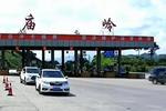 河北:无证驾套牌报废车 司机逃跑被抓