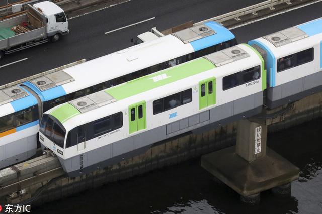 东京机场线骤停河面 救援列车承接旅客
