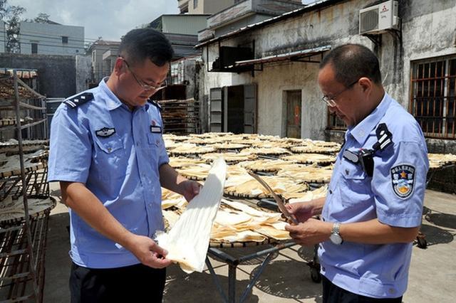 广东江门8亿鱼翅走私案被破获现场
