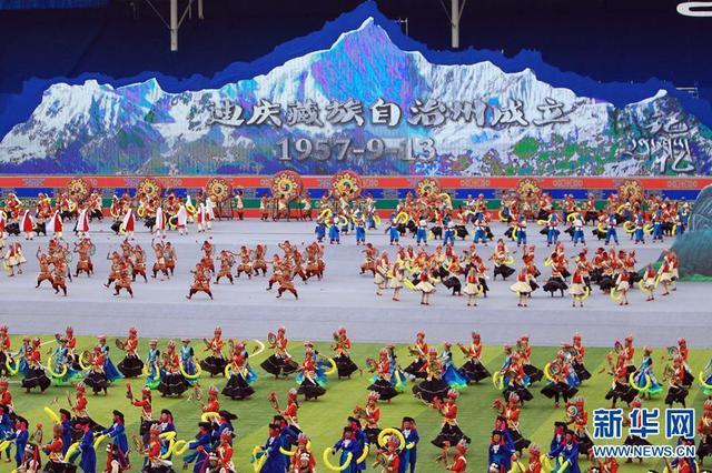 云南迪庆藏族自治州欢庆建州60周年