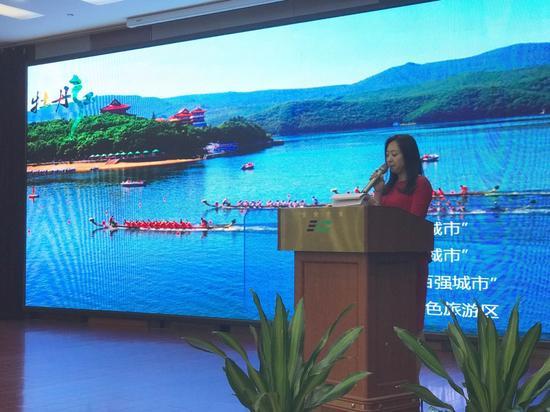 牡丹江市旅游委副主任调研员俞金蕊现场推介