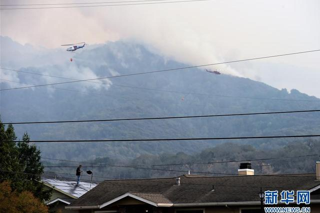 美国加州森林大火 过火面积超过11.5万英亩