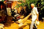 隆尧八旬老党员:义务清扫街道七年