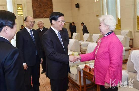 会前,王东峰、许勤等会见了老首长、老领导、老战士后代代表和老首长代表。