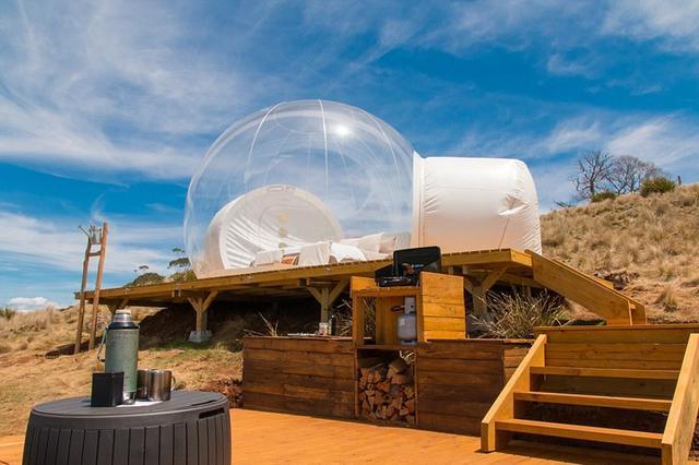 全透明气泡帐篷亲近自然 独具情趣的户外旅行体验