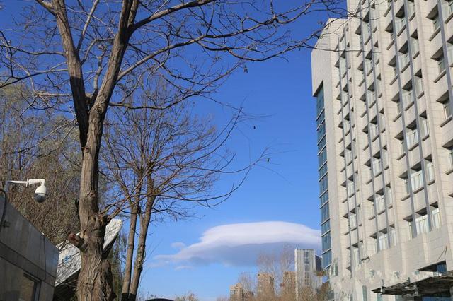 宁夏银川现神奇UFO云