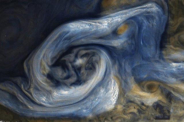 NASA公布木星图片 蓝色风暴宛如油画般壮美