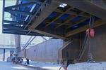 国内最大的桥面吊机在秦皇岛成功下线