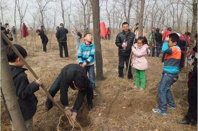 石家庄小壁林区义务植树活动收官 共种下2万棵树苗