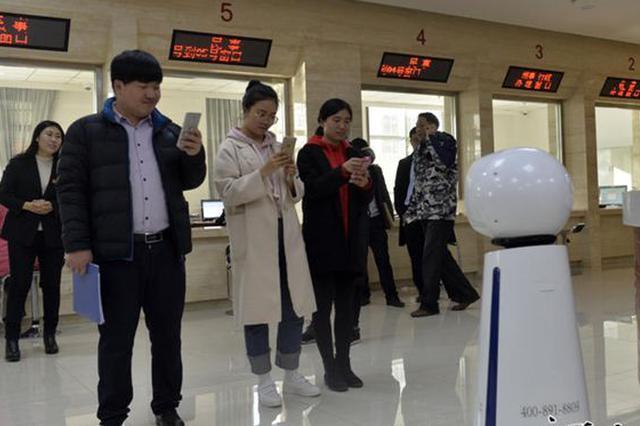 """导诉机器人""""入职""""唐山乐亭法院 可进行对话交流"""