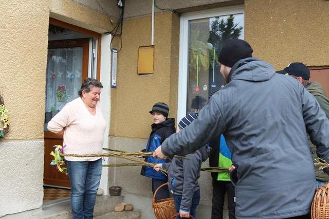 捷克复活节:彩蛋柳条送祝福