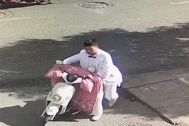 """偷车贼化妆""""准新郎""""偷车被抓"""