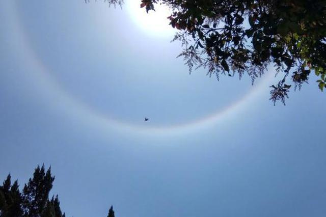 福州市上空出现日晕现象 还有七彩祥云