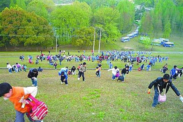 石家庄:定好的春游被迫取消 原来是不合法车辆