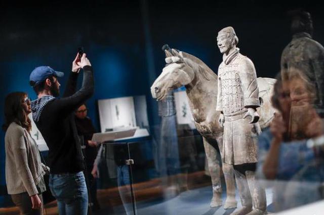 """秦始皇""""兵马俑""""展在美国辛辛那提博物馆举行"""