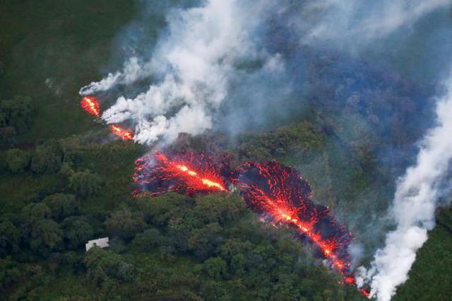 夏威夷火山持续喷发 再现新裂缝