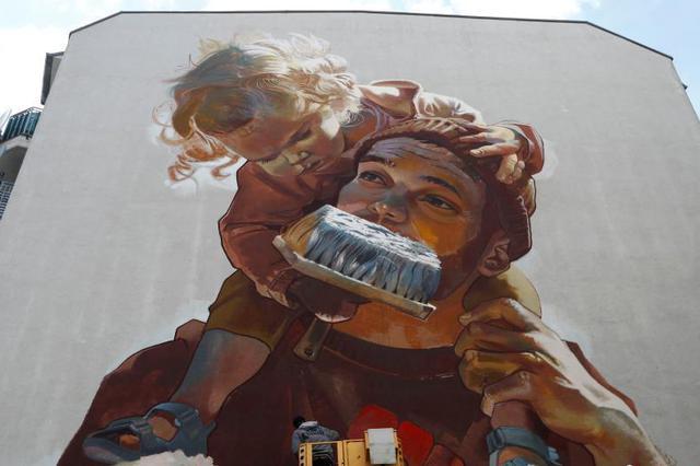 柏林举办首届壁画节 城市变成画廊