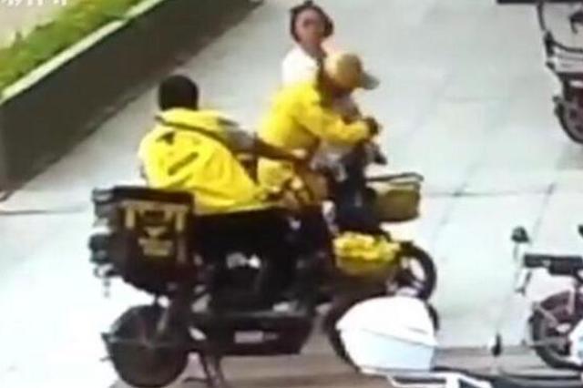 外卖员与女店员发生冲突 骑手权益和尊严引关注