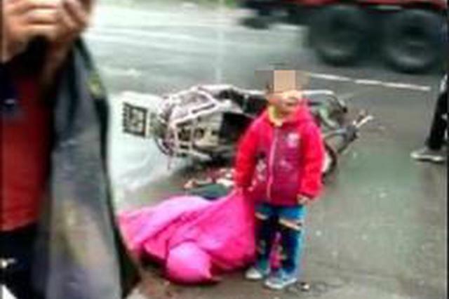 """""""车祸现场孩子找家属""""视频热传 多地警方辟谣"""