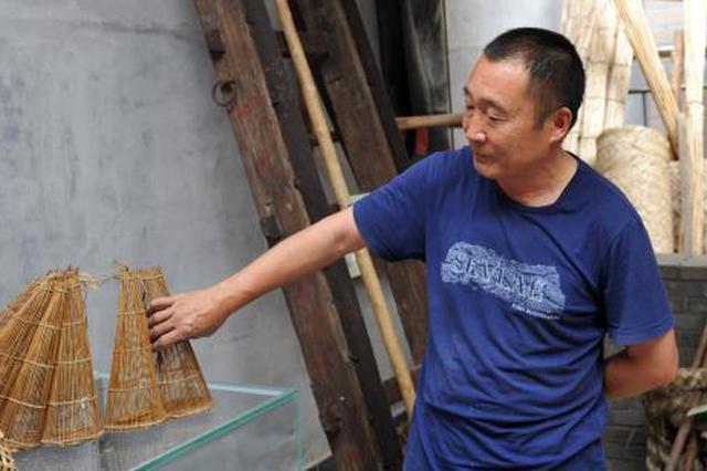 河北一农民收藏千件渔耕工具 展示白洋淀文化记忆