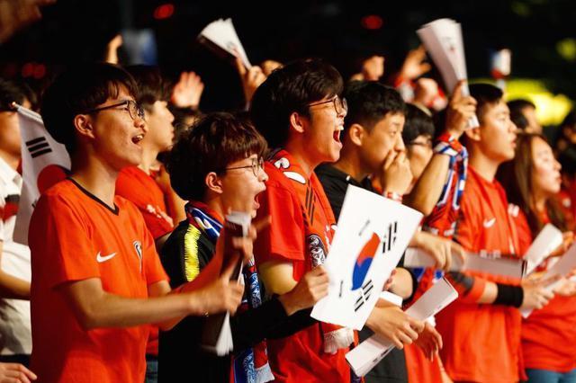 俄罗斯世界杯:韩国球迷助威韩国队首战