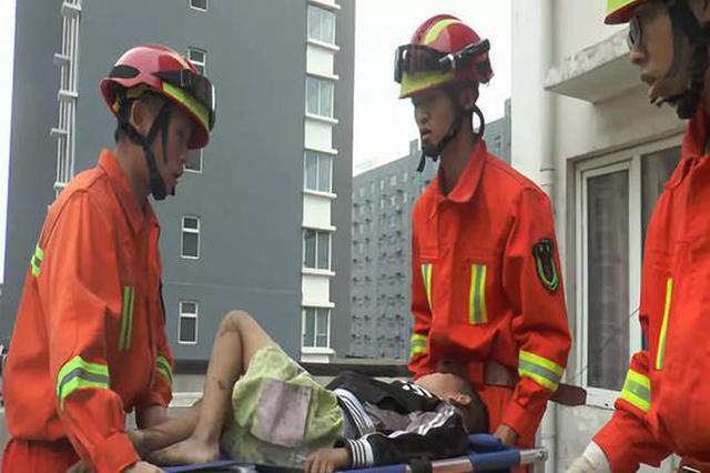 邯郸:磁县男孩意外坠楼 爱心人士展开接力救援