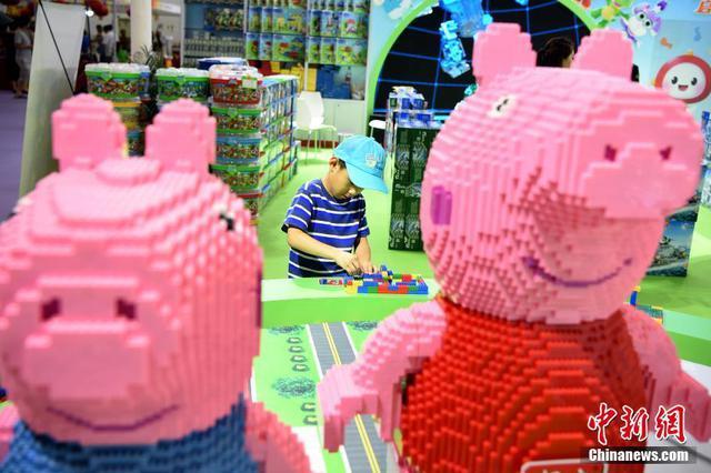 2018中国玩博会北京站开幕 花样玩具吸引少年儿童