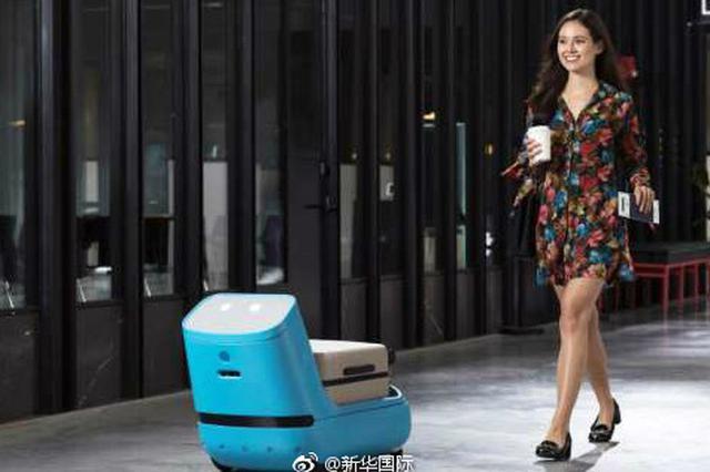 荷兰航企开发登机助理机器人 可帮乘客运行李
